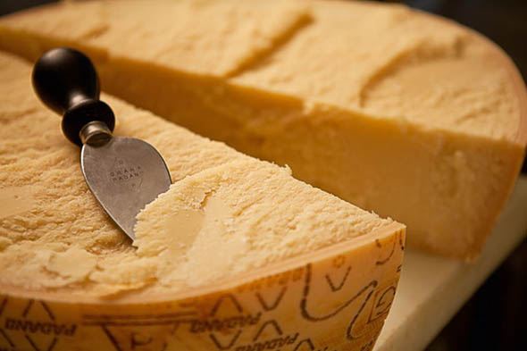 Salute - Il colesterolo si combatte con il Grana Padano
