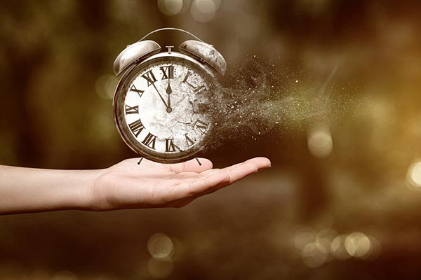 Il tempo che passa da nuova forma al passato