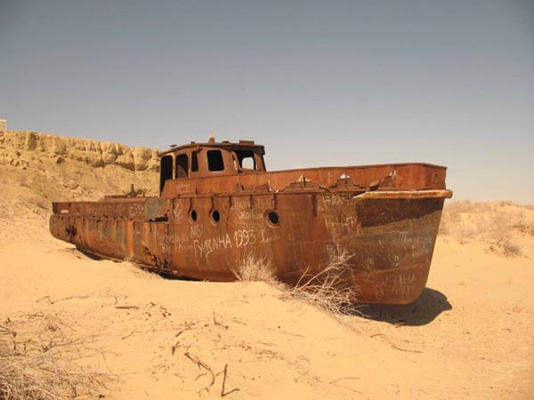 Una nave nel deserto