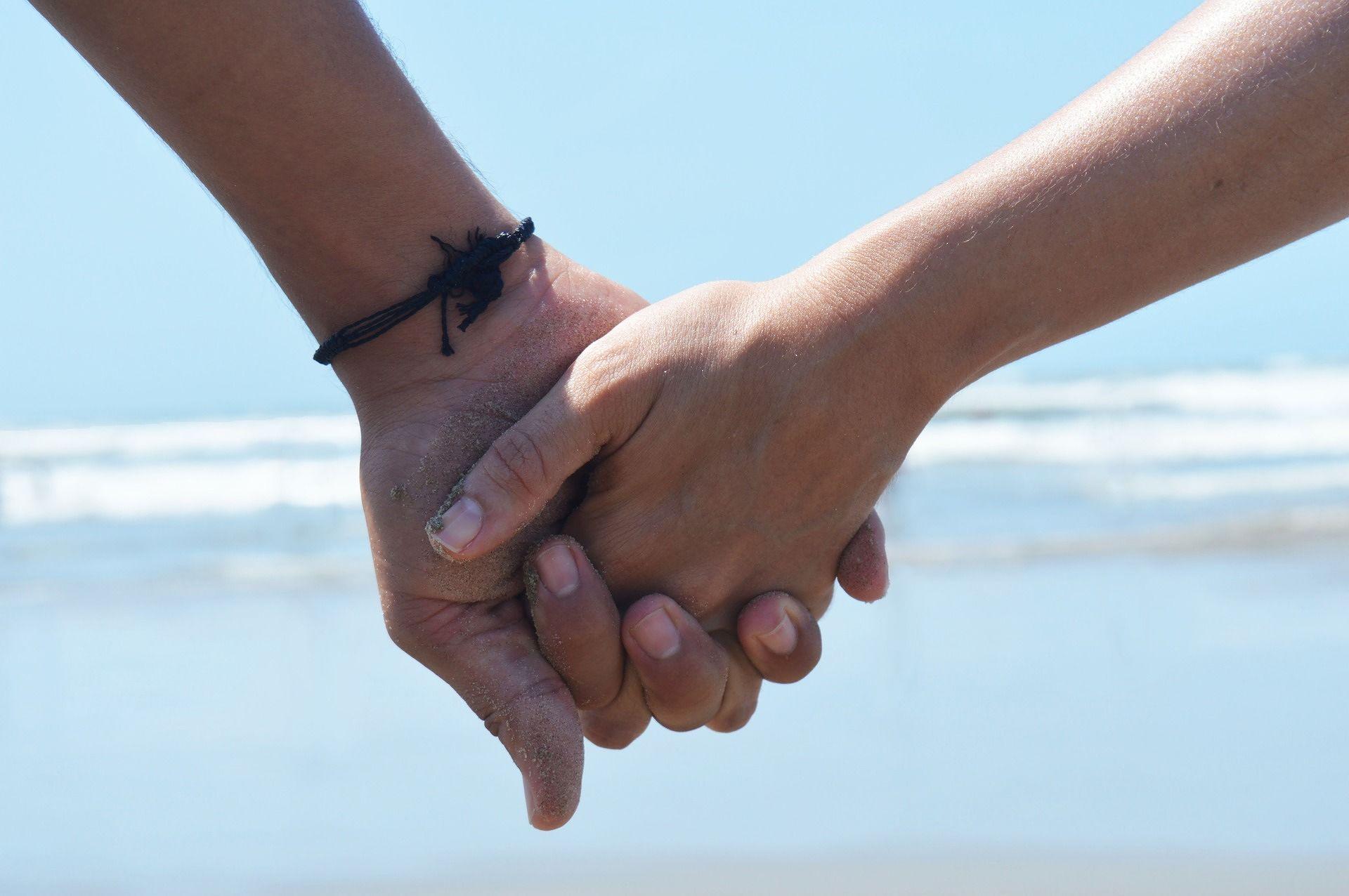 Dammi la mano e stringimi forte
