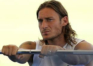 Bloggers di Tiscali : dopo  l'infortunio , Francesco Totti rischia il Mondiale ?