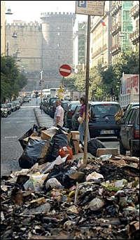 """La mondezza , l'Italia e il """"danno d'immagine"""""""